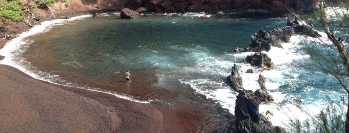 Red Sand Beach is one of chawaii.