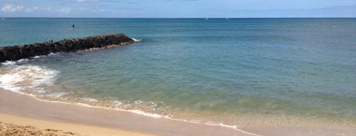 Pokaʻi Bay Beach Park is one of R'ın Beğendiği Mekanlar.