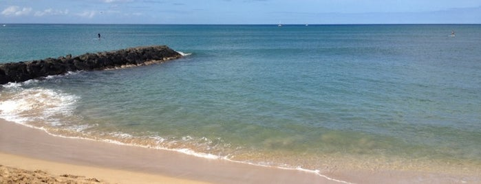 Pokaʻi Bay Beach Park is one of Lugares favoritos de R.