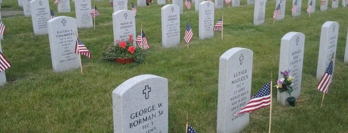 Abraham Lincoln National Cemetery is one of Posti che sono piaciuti a Mark.