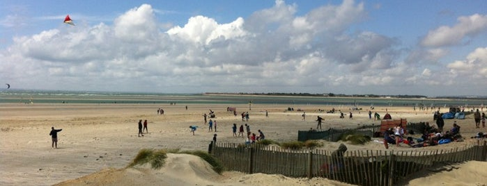 West Wittering Beach is one of Lugares favoritos de Mike.