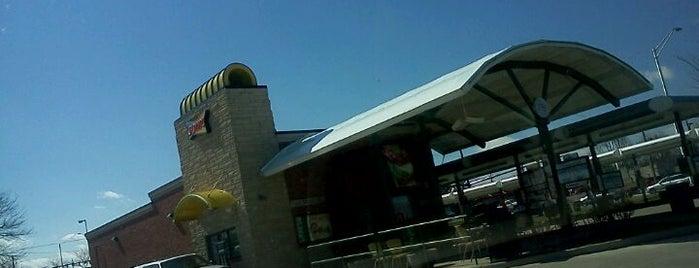 Sonic Drive-In is one of สถานที่ที่ Paul ถูกใจ.