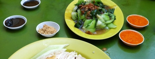 Tian Tian Hainanese Chicken Rice 天天海南鸡饭 is one of Singapore's 10 greatest street food venues.