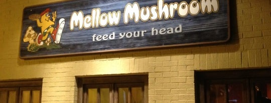 Mellow Mushroom is one of Lugares favoritos de Matt.