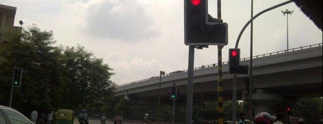 Chirag Delhi Flyover Crossing is one of As minhas visitas.