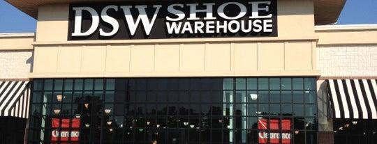 DSW Designer Shoe Warehouse is one of Lugares favoritos de Kellie.
