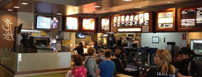 McDonald's is one of Tempat yang Disukai Regina.