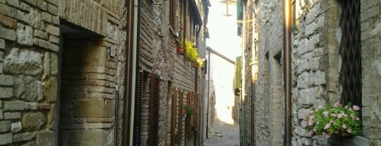 Castello Della Porta, Frontone is one of Castelli Italiani.