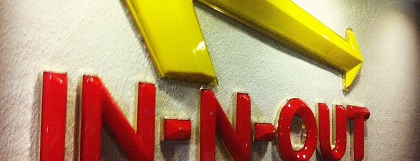 In-N-Out Burger is one of Locais curtidos por Larry.