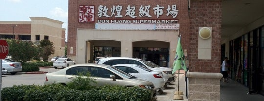Dun Huang Supermarket 敦煌超級市場 is one of Locais salvos de Colleen.