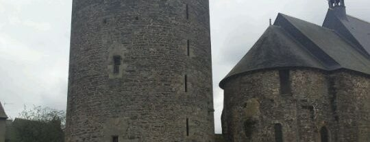 Château de Châteaugiron is one of Châteaux de France.