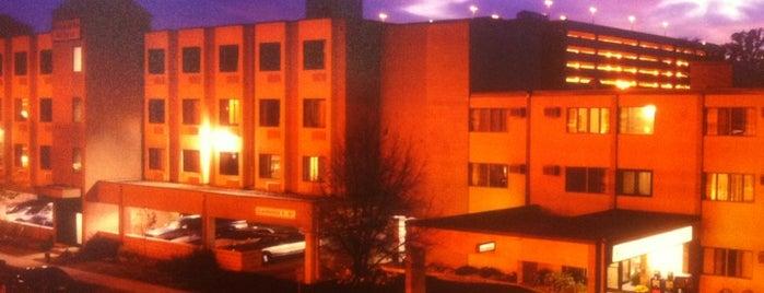 Brentwood Inn and Suites is one of Jeff'in Beğendiği Mekanlar.