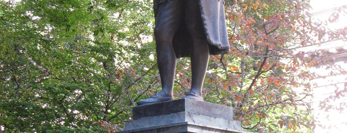 Benjamin Franklin Statue is one of Boston.