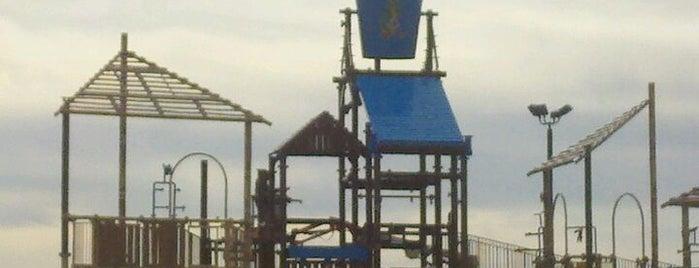 Andy Alligator's Fun Park is one of Orte, die Charlie gefallen.
