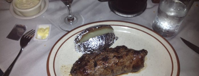 Gaucho's Steak House is one of Orte, die Jose gefallen.
