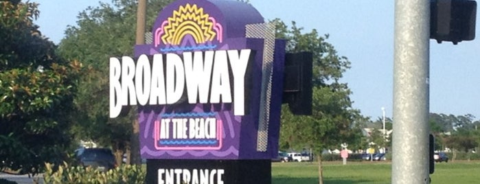Broadway at the Beach is one of Lieux qui ont plu à Michael.