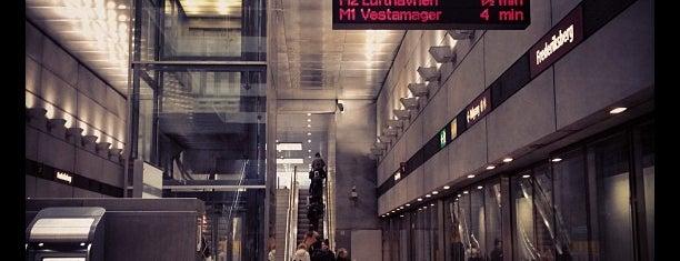 Fasanvej st. (Metro) is one of สถานที่ที่ Antonella ถูกใจ.