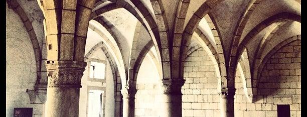 Mosteiro de Alcobaça is one of Tempat yang Disimpan Denis.