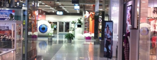 MAX is one of MALLS/SHOPPING CENTERS in Slovakia.