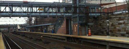 New Rochelle Train Station (NRO) - Metro North & Amtrak is one of New Haven Line & Northeast Corridor (Metro-North).