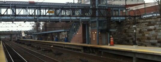 New Rochelle Train Station (NRO) - Metro North & Amtrak is one of New Haven Line & Northeast Corridor (Metro-North).