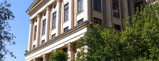 РГГУ (Российский государственный гуманитарный университет) is one of สถานที่ที่ Jano ถูกใจ.