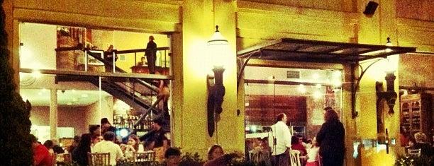 Famosa Pizza is one of สถานที่ที่บันทึกไว้ของ Fernando.