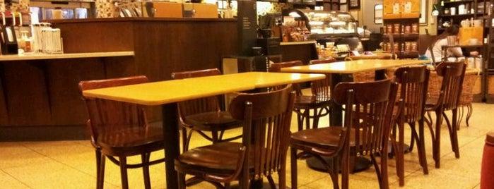 Starbucks is one of Orte, die Joe gefallen.