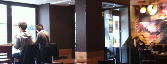Starbucks Coffee is one of Locais curtidos por Dmitry.