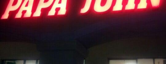 Papa John's Pizza is one of สถานที่ที่ Andy ถูกใจ.