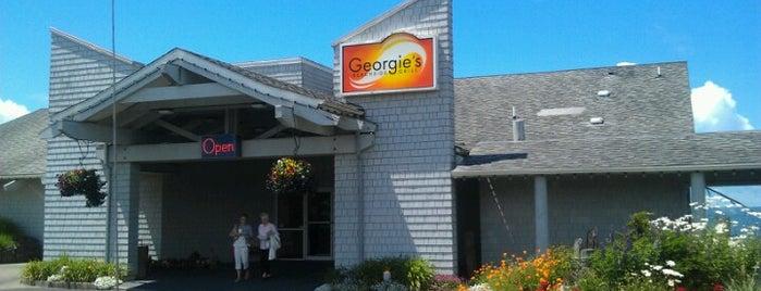 Georgies Beachside Grill is one of สถานที่ที่ Monty ถูกใจ.