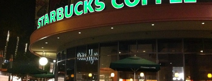 Starbucks is one of Orte, die Jose gefallen.