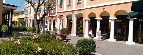 Fashion District - Mantova Outlet is one of Outlet.