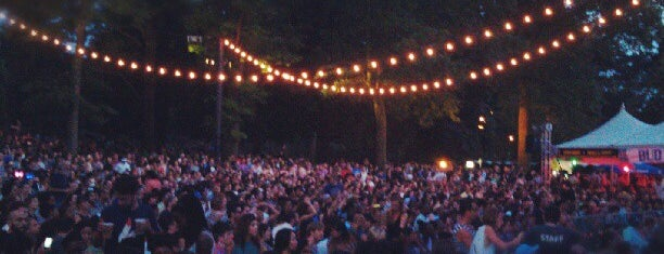 Prospect Park Bandshell / Celebrate Brooklyn! is one of Tempat yang Disukai Carmen.