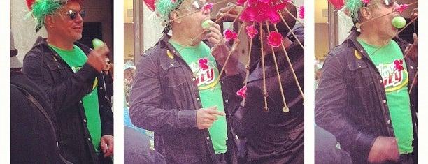 NYC Easter Parade 2012 is one of สถานที่ที่ Alberto J S ถูกใจ.