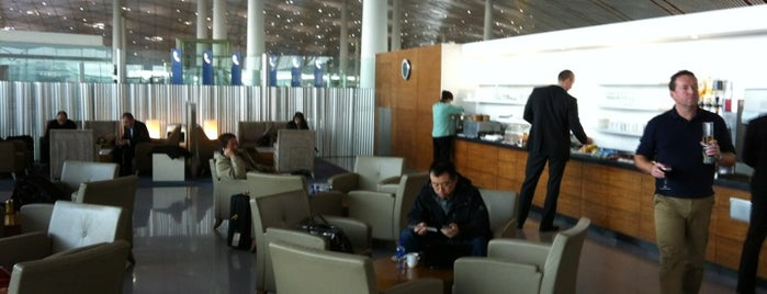 Cathay Pacific / Dragon Air Lounge is one of Orte, die Dave gefallen.