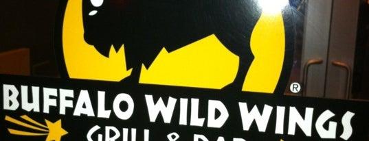 Buffalo Wild Wings is one of Locais curtidos por Susan.