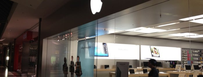 Apple Dadeland is one of Miami - To Visit.