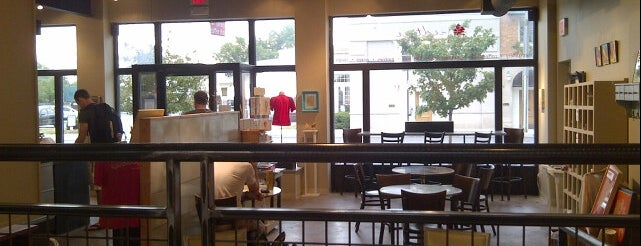Redtree Art Gallery and Coffee Shop is one of Matt'ın Beğendiği Mekanlar.