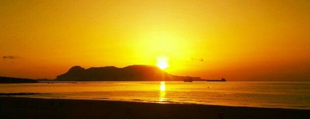 Playa de Getares is one of สถานที่ที่ Sarah ถูกใจ.