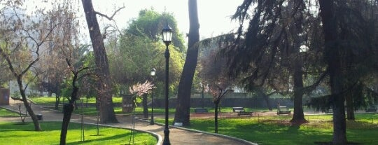 Parque Forestal is one of Por ai... em Santiago (Chile).