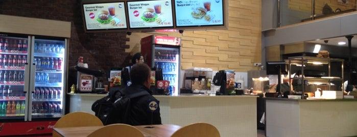 MOS Burger is one of Turki 님이 좋아한 장소.