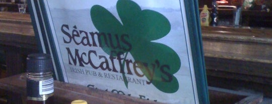 Seamus McCaffrey's Irish Pub & Restaurant is one of Lugares guardados de Antonio.