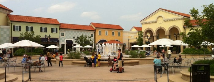 Tanger Outlets Deer Park is one of Lugares favoritos de Brian.