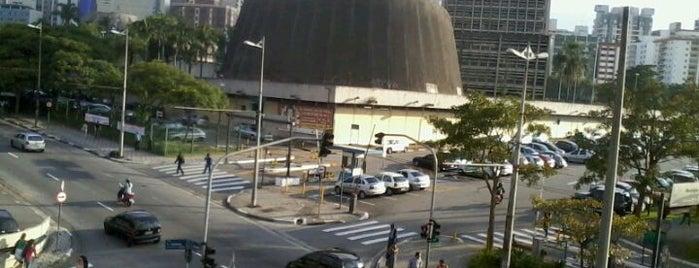 Prefeitura de Santo André is one of สถานที่ที่ Mônica ถูกใจ.
