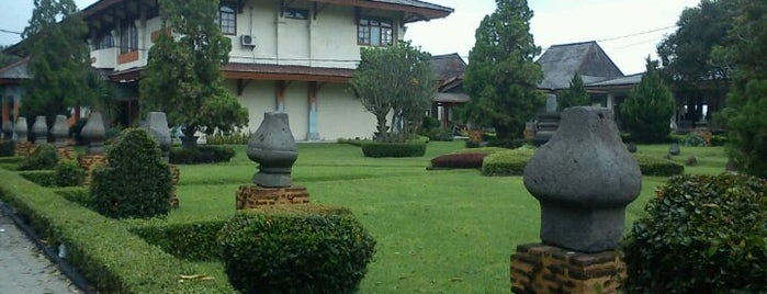 Museum Trowulan Mojokerto is one of Museum In Indonesia.