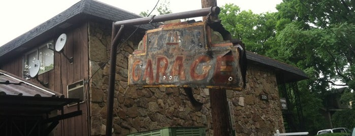 The Garage Cafe is one of Tempat yang Disukai Sam.