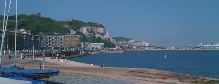 Dover Beach is one of Andres 님이 좋아한 장소.