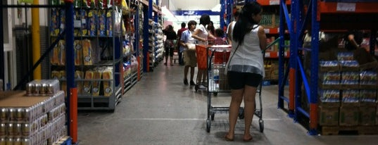 PriceSmart Tegucigalpa is one of Locais curtidos por Alberto.