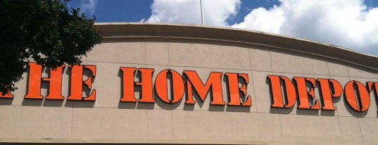 The Home Depot is one of Locais curtidos por Kimberly.